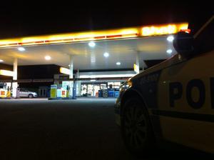 Bensinmacken Shell på Hugo Hedströms väg utsattes för ett väpnat rån sent på onsdagskvällen.