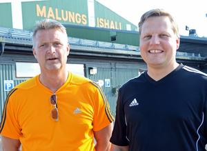 2014 skrev Ulf Skoglund, till vänster,  på kontraktet med Malungs IF. Vice ordförande Patric Rangedal till höger .