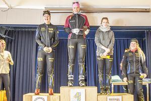 Alva Karlsson etta i damklassen för gymnasiet, Johanna Grip tvåa, Alma Bergkvist trea och Agnes Fredholm fyra.
