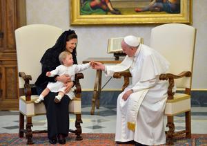 Drottning Silvia och prinsessan Leonore på audiens hos påven Franciskus i Vatikanen i Rom.