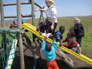 Mycket av tiden gick åt till att leka med barnen.