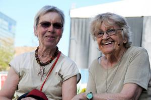 Gudrun Hermansson, Frösön, och Ingrid Forsberg, Östersund, tror att Storsjöyran kan verka som en positiv upplevelse för hemvändare.