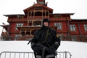 Arkivbild. En polis utanför Park Hotel i Holmenkollen.
