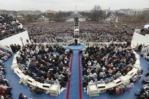 Massor med folk på Trumps installation. Men färre än vid Obamas första.