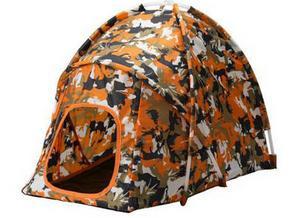 Väl ute i naturen kanske husdjuret känner för att tälta ett tag. Tufft kamouflagemönstrat lektält som skyddar från sol eller regn finns hos Ikea, kostar 99 kronor.