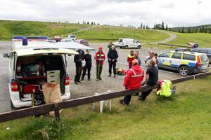 Bild från det tidiga eftersöket i Staa med polis och fjällräddning.