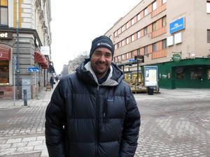 Micke Nordén, 38 år, egen företagare, Gävle– Med familjen, tårta och god mat. Med vid jämna år blir det fest.