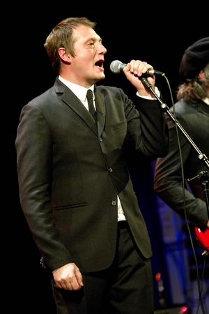 Sångaren Magnus Carlson tänker inte sjunga några poppiga låtar på torsdag.