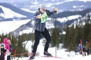 Skicrossåkaren Victor Öhling Norberg på väg upp mot Copperhill i längdskidtävlingen Åre XCO i lördags.