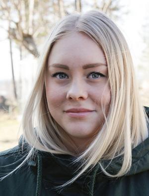 – Jag var mest förbannad för att de hade gett sig på farbrorn, säger Emma Sundström.