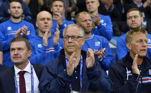 Lars Lagerbäck under Islands historiska EM-debut.
