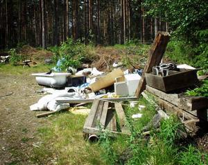 Illa. Så här såg det ut år 2002 när Arbetarbladet skrev om skräpdumpning i Bovik.