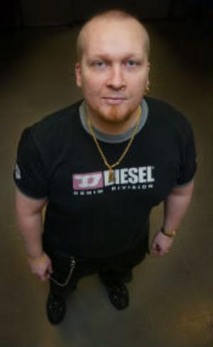 Patrik Hanssons spelutvecklingsföretag D.O.M. har fått sitt spel utgivet på världsmarknaden.