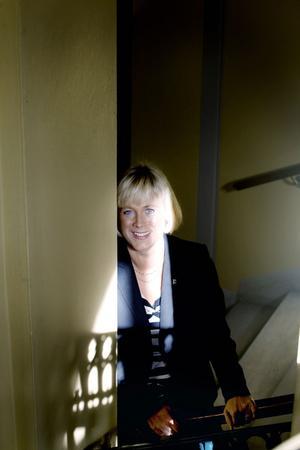 """påhoppad. """"Jag känner mig kränkt och påhoppad. Jag har inte åkt för Gävle kommuns räkning, utan för fastighetsbolaget"""", säger Helen Åleskog, som är styrelseordförande i Furuvik Fastighets AB men också förvaltningschef i Gävle kommun."""