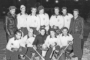 SJ Biltrafiks hockeybockeylag troligen tagen 1959. Jag minns inte namnen, men jag tror att killen till vänster i främre raden heter Pellbrink.