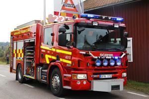 Nya brandbilen är försedd med den senaste framtagna utrustningen för att släcka bränder eller utföra insatser på trafikolyckplatser. Blåljus och varningsskärm på taket är hissbar.