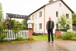Anders Persson utanför nygården i Sveg.
