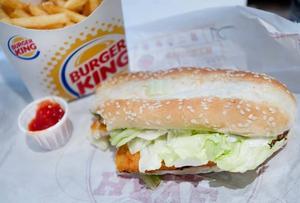 Prisexempel: En hamburgare med strips och dricka kan kosta 115 norska kronor, det vill säga drygt 130 svenska kronor.