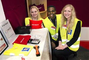 Julia Sjölund, Ignace Toyobokomana och Rebecka Hjorth från Härnösand, har utvecklat en väska som innehåller det viktigaste man kan behöva på en olycksplats.