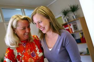 Trivs ihop. Nina Sterning och Theres Viklund har lämnat sin gamla arbetsplats och startat eget rekryteringsföretag.