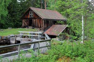Vadmalsstampen ligger i naturskön miljö i Kvarna kulturreservat.