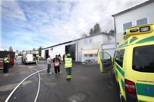 Räddningstjänsten fick bryta sig in i lokalen för att släcka branden. Rökutvecklingen var stark och en del av byggnaden har fått omfattande rökskador.