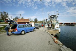 Räfsnäsborna vill se en utbyggd hamn. Men de vill inte att det anläggs någon sop- och latrinstation här.