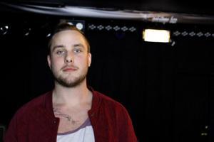 Jonathan Royson Lindgren driver Backstage bar tillsammans med Alexander Lindgren.