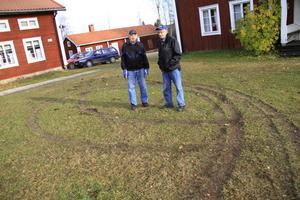 Ante Andersson och Alvar Bydén är upprörda över förstörelsen.