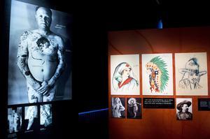 Under tidigt 1900-tal förknippades tatueringar med kriminella, prostituerade och sjömän. I dag återfinns de på alla möjliga personer.
