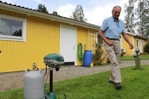 Olof Claesson har sin egen maskin mott mygg vid huset i Sonnboviken.