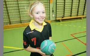 -- Handboll är jätteroligt, säger Moa Sundström som spelar för Falu Handbollsklubb.FREDRIK PELAS-C