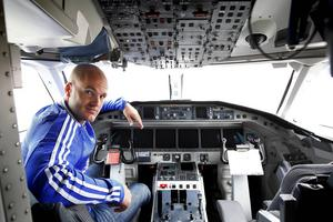 Jonas Wallerstedt har nu alla papper i hamn för att få styra flygplan i reguljär trafik.
