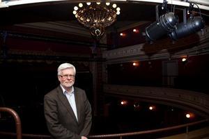 Staffan Mjönes har många teaterminnen. Från Sundsvall minns han bland annat Lars Noréns öppna repetitioner i projektet Dramakretsen: hur uppmärksam och lyssnande han var mot skådespelarna.