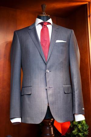 En snygg kostym är ett säkert kort till nyårsfesten.