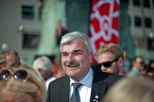 attraktionskraft. Hur valutgången i omvalet ska tolkas debatteras. En del menar att den nya S-ledaren Håkan Juholts attraktionskraft testas.
