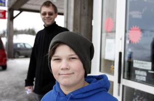 Robert Mosling från Skogn i Norge tycker det är billigt i Storlien. Hans pappa Torbjörn Mosling håller med.