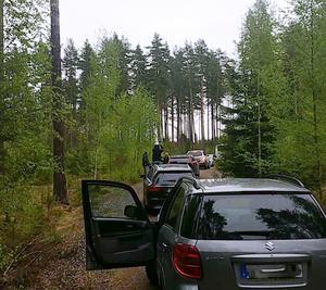 Ett bus i form av felskyltning förorsakade långa bilköer i skogen.