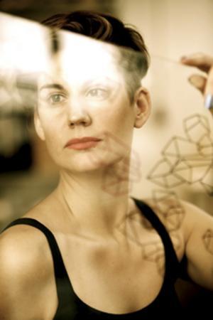 Sara Lundkvist tog examen från Konstfack 2012 och vill utveckla nya glastraditioner.