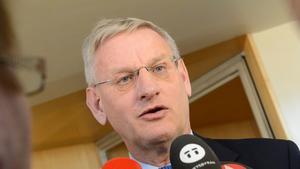 Moderat classic. Utrikesminister och tidigare partiledare Carl Bildt (M) försvarar Moderaternas politik om Sydafrika, ANC och Nelson Mandela.