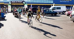 Ett 50-tal cyklister ställde upp i Västerås på lördagsförmiddagen i kampen mot barncancer.