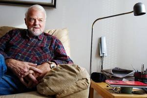 """""""Spännande och roliga ska barn- och ungdomsböcker vara. Det säger alltid läsarna som jag träffar ute på mina författarbesök och det tycker jag också"""", säger Örjan Persson. Efter ett skrivuppehåll på fem år ger han nu ut två nya böcker."""