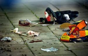 16-åringen blev skjuten i benet på Myrornas parkering i Örebro. han hade tidigare slagit en flaska i huvudet på en polisman.