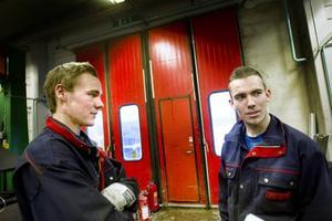 Blivande svetsare. Niklas Karlsson och Tobias Elfving har goda chanser att få jobb när de tar examen som svetsare till våren.