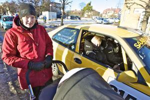 Emelie Fältman med lilla Elina, sju veckor, gillade svågern/farbrodern Lasse Fältmans körning i klassen för B-förare tvåhjulsdrivet. Tillsammans med kartläsaren Therese Johansson fixade Lasse Fältman en tredjeplats i sin Saab 99.