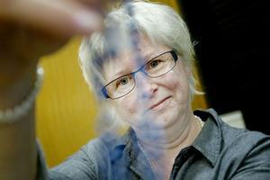 Gunilla Svedlund brinner för sina smycken och hennes blå halsband är det mest avancerade hon har gjort.