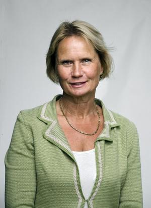 Marie-Louise Forsberg-Fransson (S): – Öka samarbetet mellan länets tre akutsjukhus för att använda alla resurser fullt ut. Mer personal och fler vårdutbildningsplatser så att vården kan anställa den personal som behövs. Läkare och sköterskors tid ska användas till vård och behandling, inte administration. Samarbete med kommunerna för tryggare utskrivning leder till att vårdplatser kan användas av nya patienter.
