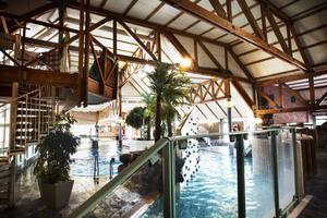 Ombyggnationen av badet började 2006 och budgeterades ursprungligen till 41 miljoner.