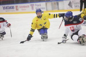 Per Kasperi var matchens gigant med sina tre mål i Sveriges 5–1 seger mot Slovakien.