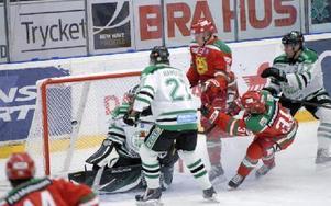 Sonny Karlsson gör sitt första mål för säsongen. Målet betydde 1–1. Foto: Jörgen Wåger/DT